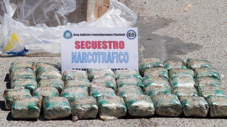 La Policía secuestró una importante carga de hojas de coca.