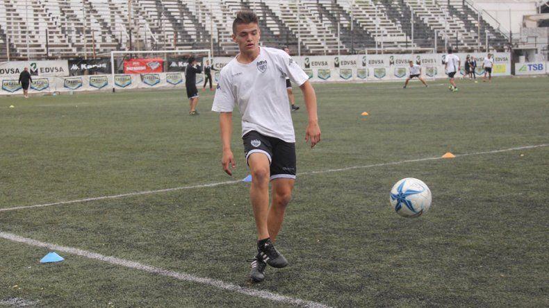 Julio Sánchez por ahora entrena y espera tener su chance en primera.