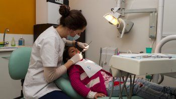 La salud bucal de los nenes es uno de los pilares de la iniciativa solidaria.