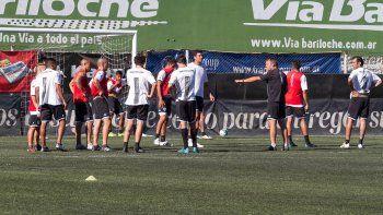 Gaitán arrancó entre los suplentes y terminó entre los 11. Pinto no hizo fútbol y en su posición jugó Seguel.