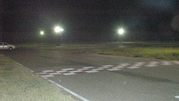 se ilumina el kartodromo para recibir al rotax