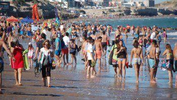 La playa lució colmada y en la villa aumentó el movimiento. Un repunte necesario para hoteleros y comerciantes.