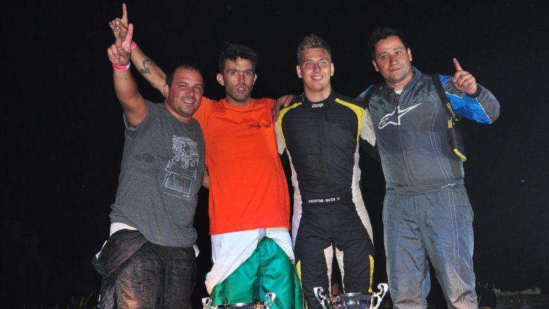 Villalba-Montanari y Amartino-Alegría, los ganadores de la pole position. El cambio de pilotos en la final se dio entre las vueltas 16 y 17.