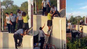 Los vecinos pudieron captar las imágenes del delincuente en los techos.