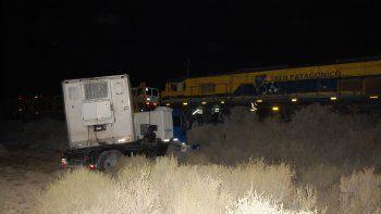 El tren arrolló a un camión y de milagro no hubo heridos