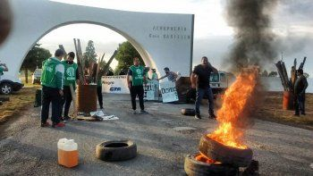 ATE bloquea los accesos al aeropuerto de Viedma