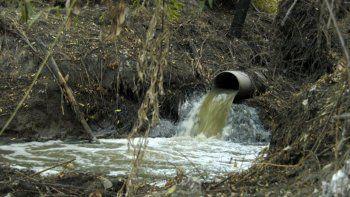 Según los análisis, el río Negro está cada vez más contaminado.