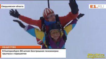 Valiente: celebró sus 80 años con un salto en paracaídas