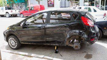 ladrones se robaron dos ruedas de un auto en pleno centro cipoleno