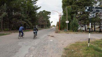 La calle Franco, acceso al parque industrial y el DVN, sigue en mal estado.