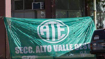Los afiliados a ATE coparon el edificio de Yrigoyen y Villegas.