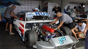 Jáuregui, con nuevo motorista (Juan Stupiello), no tuvo un buen arranque en el autódromo de La Plata.