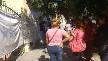 desocupados ocupan sede de desarrollo social de nacion en roca