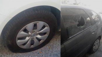 Vándalos destrozaron dos autos estacionados en el centro