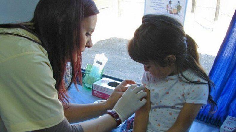 Comenzaron a vacunar contra la gripe en toda la provincia