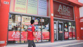 Las mecheras robaron en una librería situada en calle La Esmeralda.