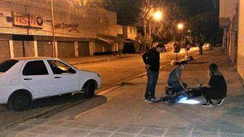 dos hombres detenidos in fraganti forzando un auto