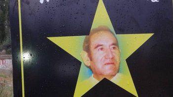 se pinto una estrella amarilla que recuerda a mauricio toro