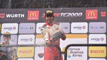 Urcera descorchó el champagne en el podio de la ciudad de Buenos Aires, en la primera fecha del Súper TC 2000.