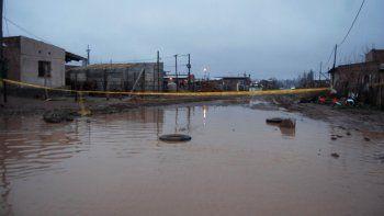 Con cintas cortaron algunas de las calles más complicadas por el agua.