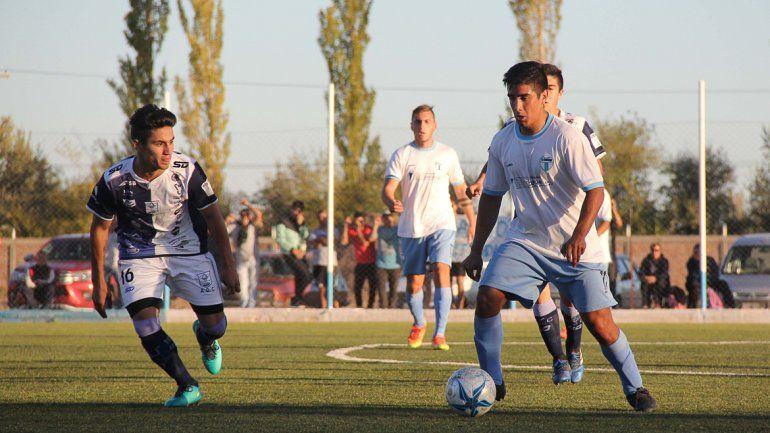 Villacorta aportó mucho fútbol y tranquilidad en la mitad de la cancha. El ex de Cipo es una garantía de rendimiento en el semifinalista de la ciudad.