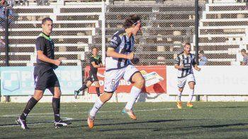 Lamolla festeja con todo el gol que protestó todo Deportivo Madryn.
