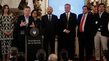 Weretilneck firmó el acuerdo con el presidente Mauricio Macri.