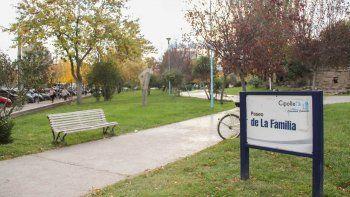 El Paseo de la Familia de Cipolletti se caracteriza por ser un espacio público muy transitado, especialmente por mujeres, niños y abuelos.