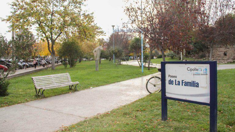 El Paseo de la Familia de Cipolletti se caracteriza por ser un espacio público muy transitado