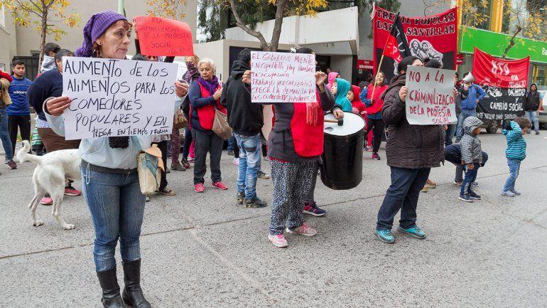 La manifestación se realizó frente a la sede de la comuna.
