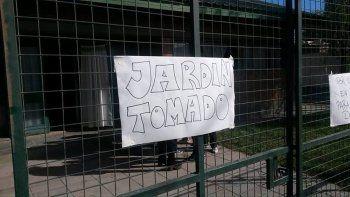 un grupo de padres tomo el jardin 49 por las condiciones edilicias