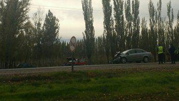 un choque frontal entre dos autos provoco demoras sobre la ruta 22