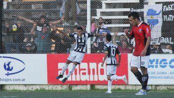 Daniel Opazo convirtió el gol de la victoria para el albinegro.
