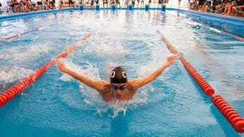 Más de 300 nadadores en el torneo.