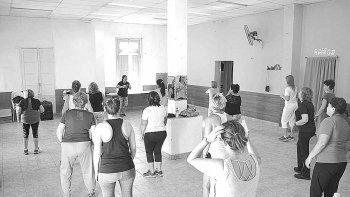 Las clases de baile son de las más convocantes de la oferta municipal.