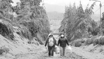 La erupción del volcán Puyehue fue seguida de una lluvia de toneladas de cenizas que, aunque no causaron nuevas patologías, los asmáticos las sintieron.