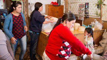 cinco familias se quedaron sin una racion de noquis en el obrero