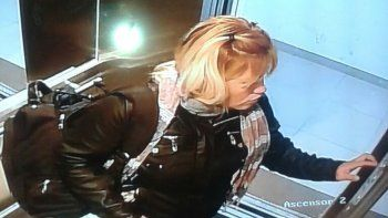 La mujer quedó filmada en las cámaras de los edificios en los que robó.