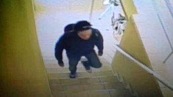 Entró a robar mientras una mujer y dos nenas dormían