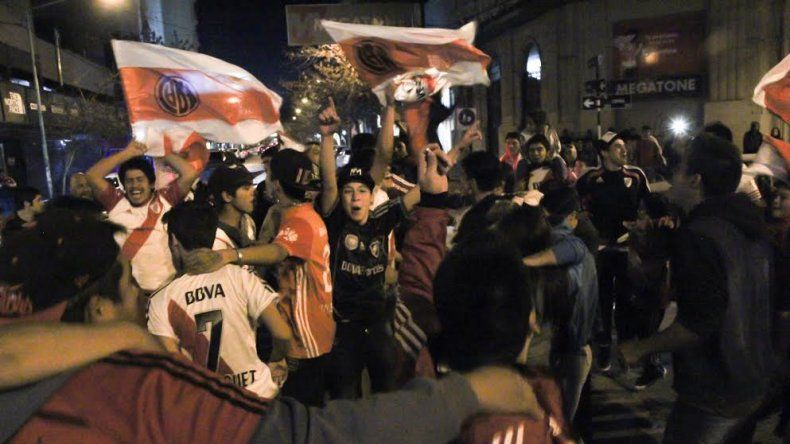 Los hinchas millonarios festejarán hoy en la plaza San Martín
