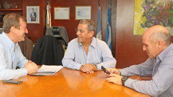 Los intendentes de Cipolletti y de Neuquén firmaron ayer un acuerdo.