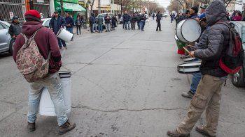 Los municipales cortaron la calle durante la asamblea.