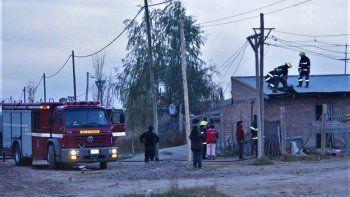 La distancia entre el cuartel y la toma complica a los bomberos para llegar a tiempo. Los daños suelen ser totales.