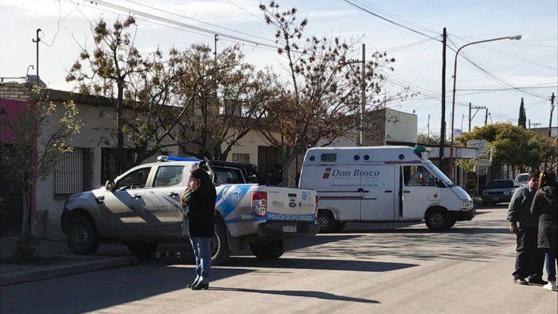 Investigan la muerte de un hombre en el barrio Brentana: lo encontraron en el patio