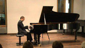 el pianista peroni se presenta hoy a beneficio del rotary club