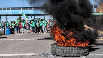 Afiliados a ATE volverán a protestar en los puentes hoy por la mañana.