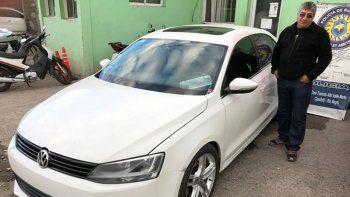 Uno de los autos robados en Neuquén capital fue un Volkswagen Vento, que fue abandonado cerca de la Ruta 22.