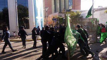 asi fueron los incidentes entre los militantes de ate y la policia