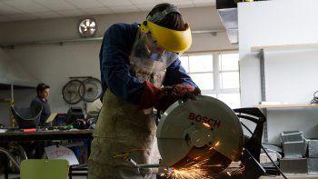 Apuntarán a jóvenes que puedan ser empleados para hacer las obras.