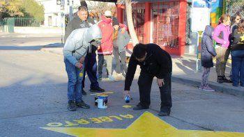 Pintaron una estrella en calle Brentana para recordar a Alberto Martínez.